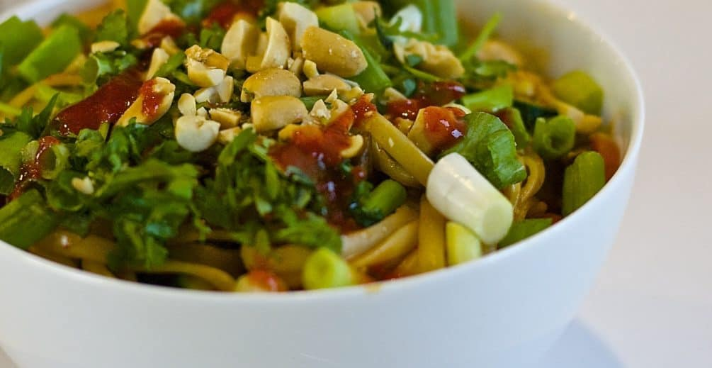 Spicy Thai Noodles - this vegetarian recipe is so simple and filling. Perfect for Meatless Mondays.