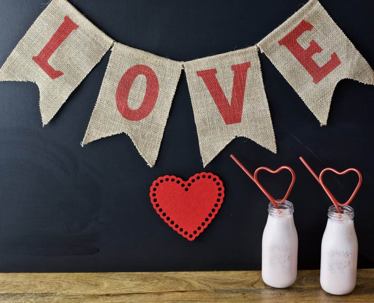 LOVE banner with two smoothies with heart shaped straws